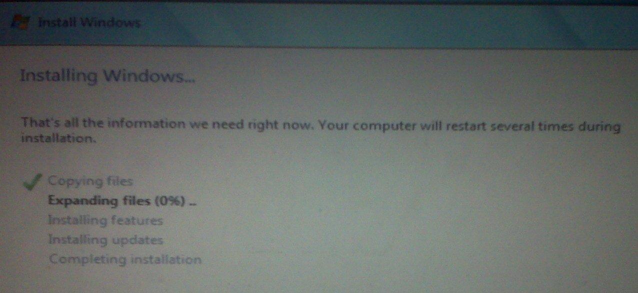 tháo ổ DVD cài Windows 7